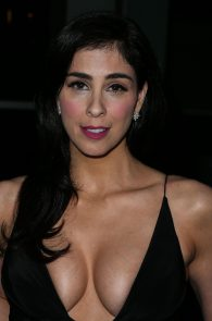 sarah-silverman-cleavage-at-i-smile-back-premiere-11