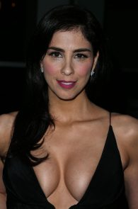 sarah-silverman-cleavage-at-i-smile-back-premiere-12