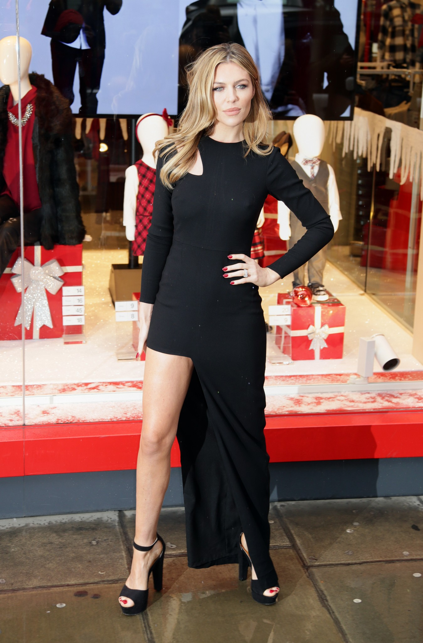 abbey-clancy-nipple-pokes-matalan-collection-london-02