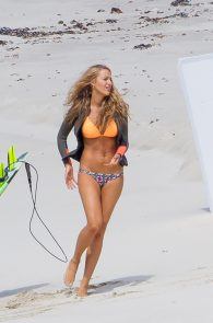 blake-lively-wearing-a-bikini-while-on-the-set-of-her-movie-04