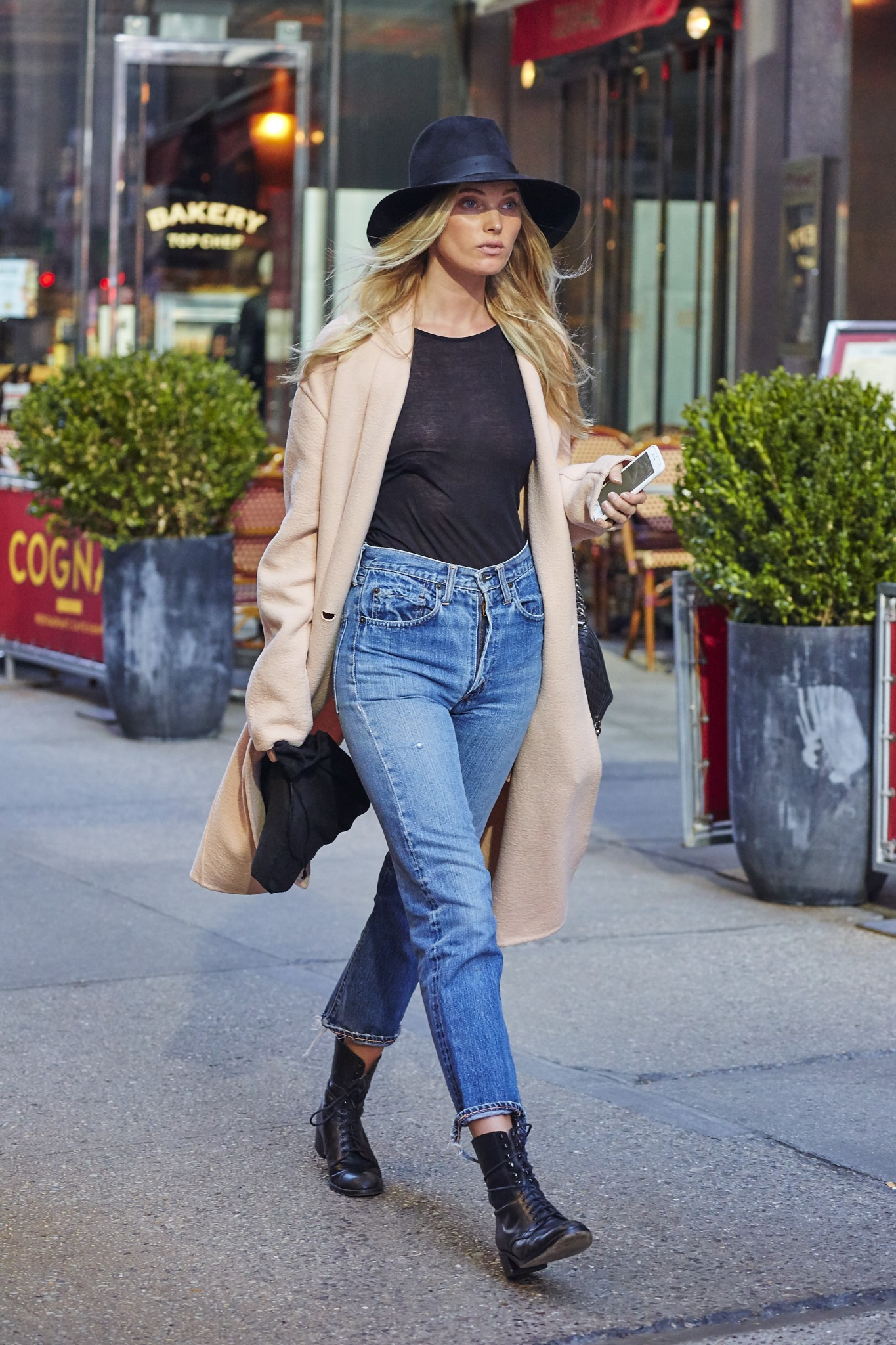 elsa-hosk-see-through-to-nipples-in-ny-02