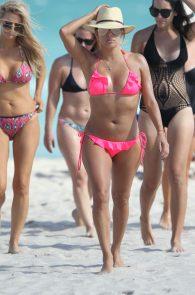 eva-longoria-wearing-a-pink-bikini-in-miami-19