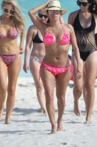 eva-longoria-wearing-a-pink-bikini-in-miami-23
