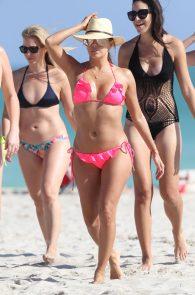 eva-longoria-wearing-a-pink-bikini-in-miami-25