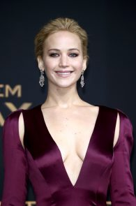 jennifer-lawrence-downblouse-cleavage-at-her-new-movie-premiere-in-berlin-1