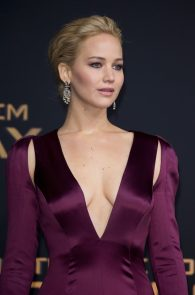 jennifer-lawrence-downblouse-cleavage-at-her-new-movie-premiere-in-berlin-2