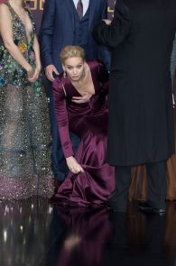 jennifer-lawrence-downblouse-cleavage-at-her-new-movie-premiere-in-berlin-3