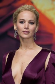 jennifer-lawrence-downblouse-cleavage-at-her-new-movie-premiere-in-berlin-4