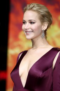 jennifer-lawrence-downblouse-cleavage-at-her-new-movie-premiere-in-berlin-5