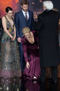 jennifer-lawrence-downblouse-cleavage-at-her-new-movie-premiere-in-berlin-6