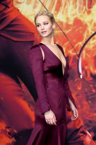 jennifer-lawrence-downblouse-cleavage-at-her-new-movie-premiere-in-berlin-7