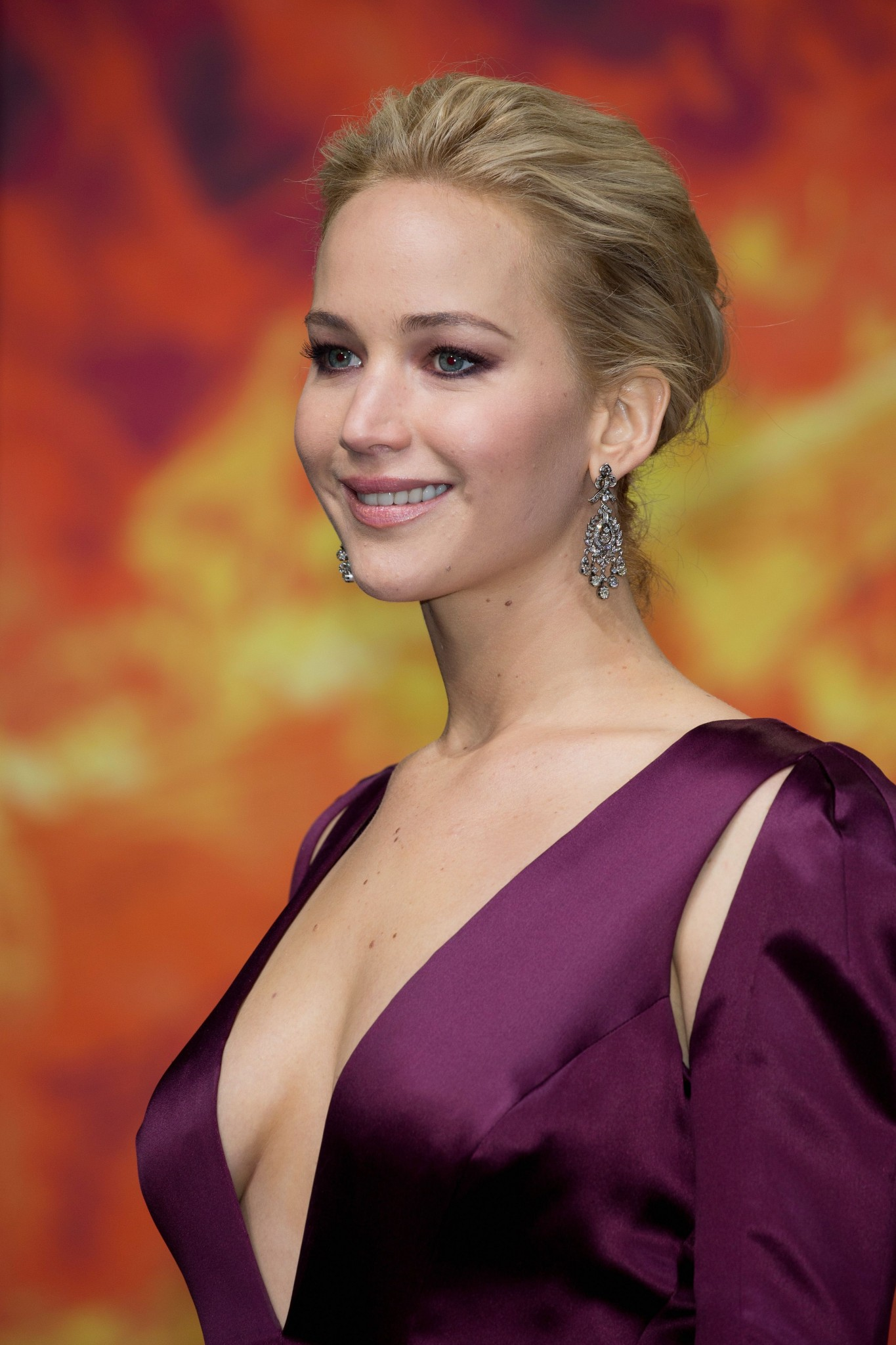 Jennifer Lawrence - celebrity-slips.com