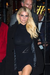 jessica-simpson-braless-see-through-to-nipples-while-out-in-town-04