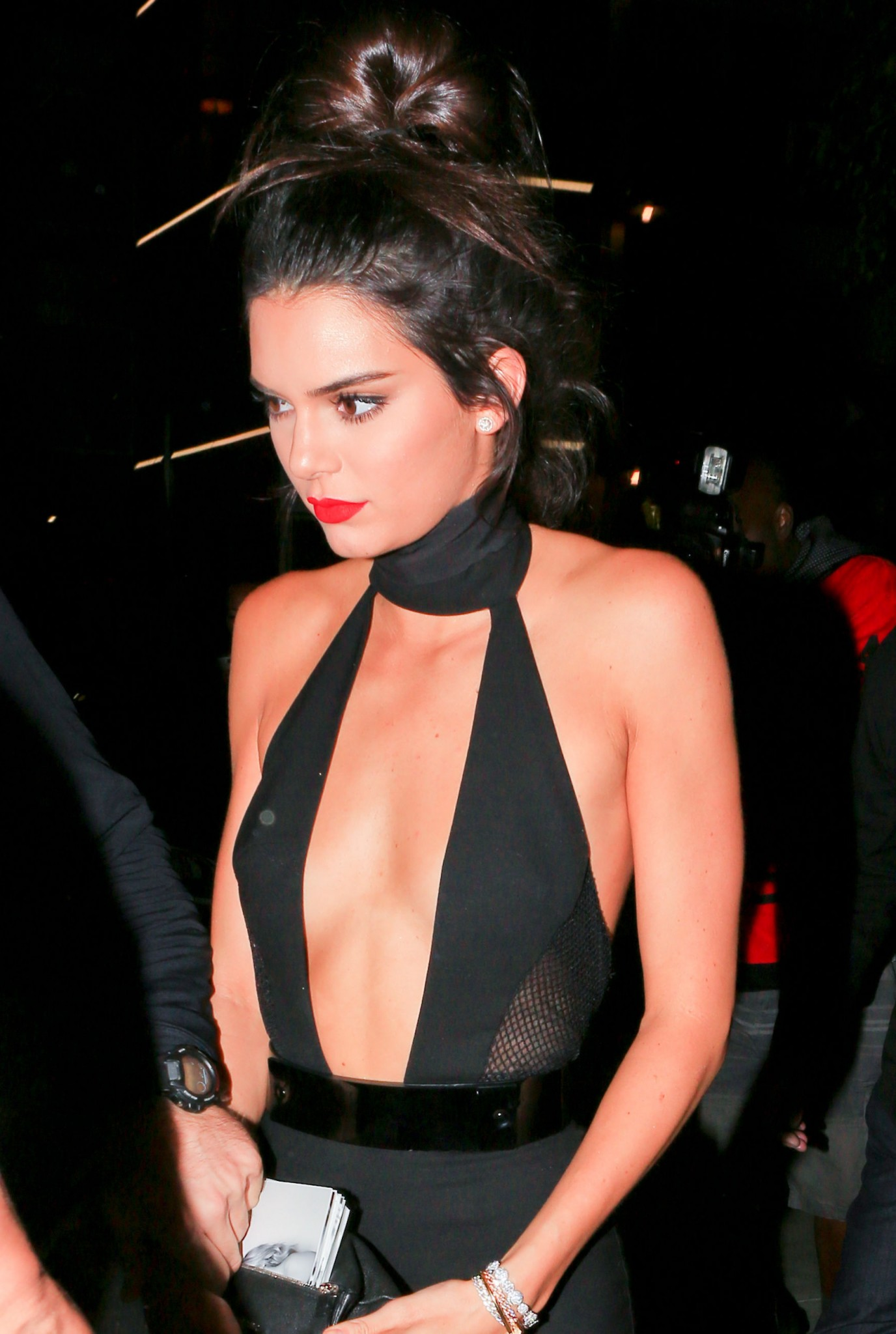 kendall-jenner-braless-cleavage-at-her-birthday-party-in-hollywood-03