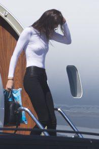kendall-jenner-braless-pokies-private-jet-australia-04