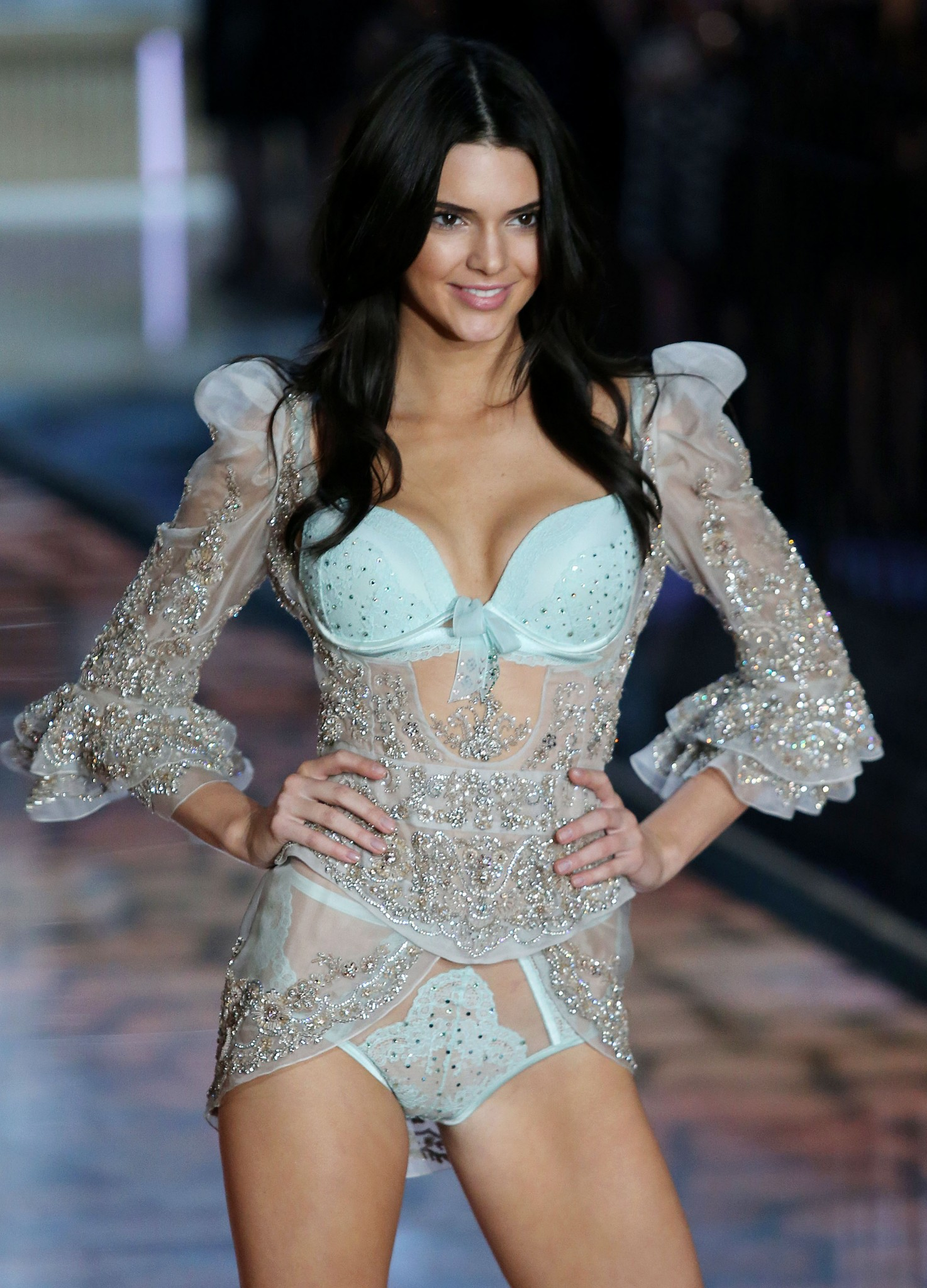 kendall-jenner-cameltoe-victorias-secret-fashion-show-04