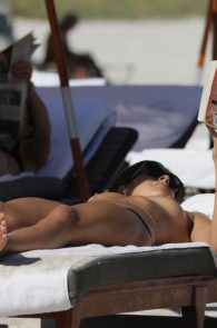 lucy-aragon-topless-on-the-beach-in-miami-01