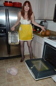 maitland-ward-nip-slip-thong-thanksgiving-dinner-photoshoot-10