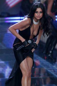 selena-gomez-braless-pokies-cleavage-at-victorias-secret-fashion-show-01