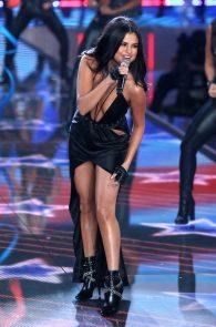 selena-gomez-braless-pokies-cleavage-at-victorias-secret-fashion-show-03