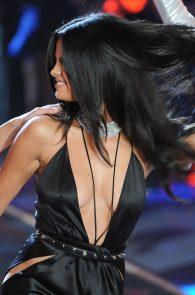 selena-gomez-braless-pokies-cleavage-at-victorias-secret-fashion-show-05