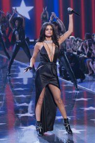 selena-gomez-braless-pokies-cleavage-at-victorias-secret-fashion-show-06