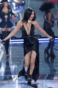 selena-gomez-braless-pokies-cleavage-at-victorias-secret-fashion-show-09