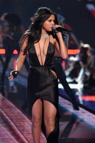 selena-gomez-braless-pokies-cleavage-at-victorias-secret-fashion-show-11