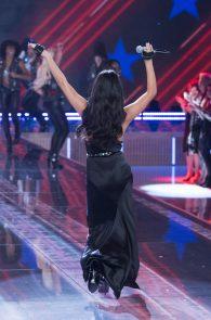 selena-gomez-braless-pokies-cleavage-at-victorias-secret-fashion-show-12