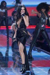 selena-gomez-braless-pokies-cleavage-at-victorias-secret-fashion-show-13