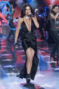 selena-gomez-braless-pokies-cleavage-at-victorias-secret-fashion-show-14
