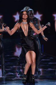 selena-gomez-braless-pokies-cleavage-at-victorias-secret-fashion-show-18