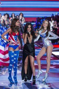 selena-gomez-braless-pokies-cleavage-at-victorias-secret-fashion-show-30