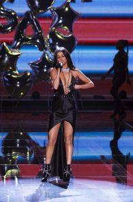 selena-gomez-braless-pokies-cleavage-at-victorias-secret-fashion-show-33