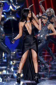 selena-gomez-braless-pokies-cleavage-at-victorias-secret-fashion-show-34