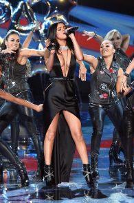 selena-gomez-braless-pokies-cleavage-at-victorias-secret-fashion-show-36