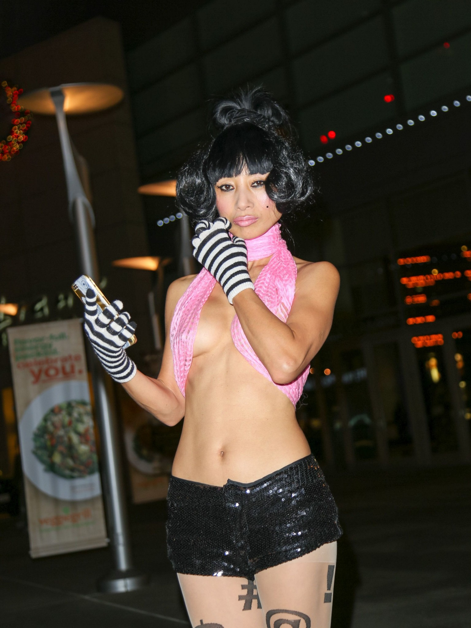 bai-ling-slight-see-through-to-nipples-at-arclight-theatre-09