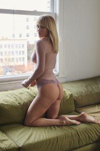 sara-underwood-nipple-pokes-thong-panties-hotel-ma-cherie-photoshoot-09