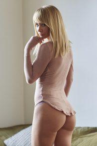 sara-underwood-nipple-pokes-thong-panties-hotel-ma-cherie-photoshoot-17