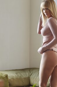 sara-underwood-nipple-pokes-thong-panties-hotel-ma-cherie-photoshoot-21