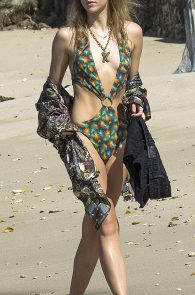suki-immy-waterhouse-wearing-bikinis-in-barbados-13