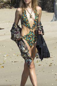 suki-immy-waterhouse-wearing-bikinis-in-barbados-13