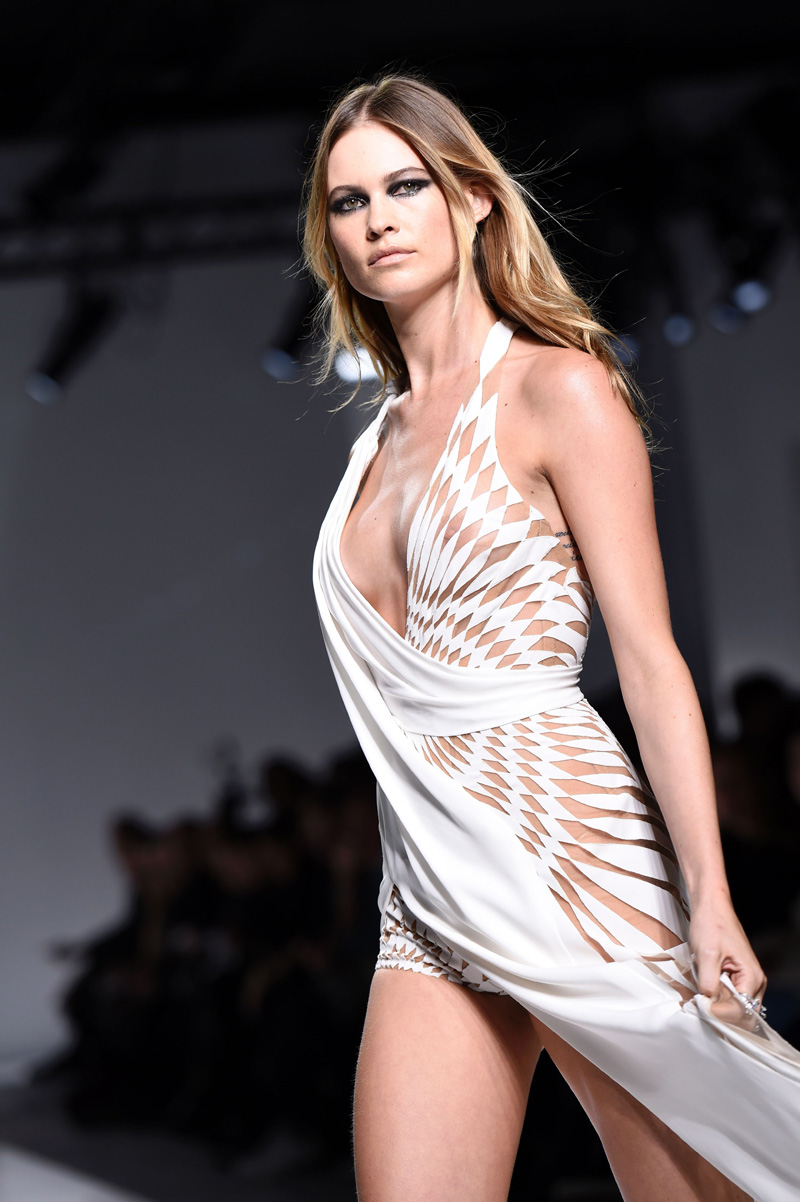 tyr banks shows her boobs