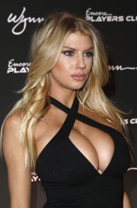 charlotte-mckinney-huge-cleavage-at-encore-players-club-01