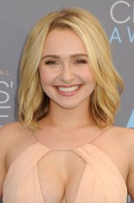 hayden-panettiere-cleavage-at-annual-critics-choice-awards-01