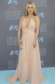 hayden-panettiere-cleavage-at-annual-critics-choice-awards-02