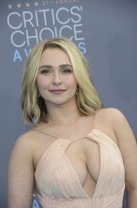 hayden-panettiere-cleavage-at-annual-critics-choice-awards-04