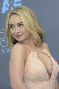 hayden-panettiere-cleavage-at-annual-critics-choice-awards-05