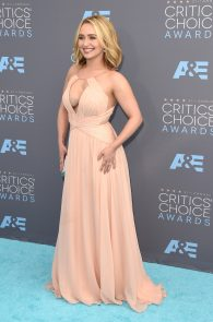 hayden-panettiere-cleavage-at-annual-critics-choice-awards-06
