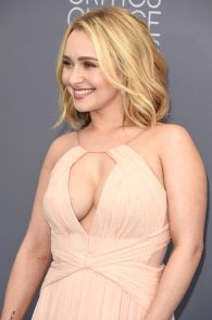 hayden-panettiere-cleavage-at-annual-critics-choice-awards-08